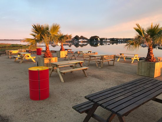 Les Huitres Cochennec - family friendly restaurants brittany