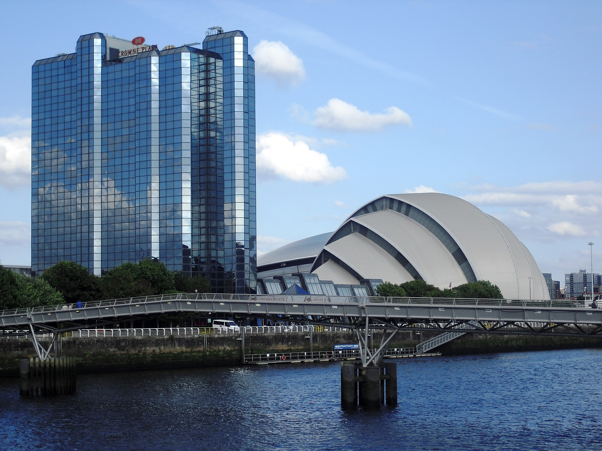 Family Friendly Hotels & Apartments in Glasgow